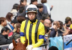 JRA藤田菜七子「痛恨出遅れ2着」コパノキッキング東京スプリント制覇ならず。勝ったのはキタサン!