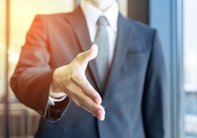 就活生に「内定辞退は直接出向いて」とキャリアセンターが指導、強い違和感
