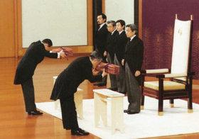 """天皇陛下が承継した「三種の神器」、贈与税にまつわる""""特別な取り決め""""が判明"""