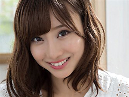 元SKE48柴田阿弥にJRAもアイドルファンもメロメロ? 絶好調『ウイング競馬』MC&「大サービス」も!?