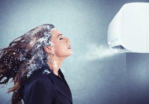 エアコン風がスマホ・PC操作の血行悪化を促進!  首の痛み、手のシビレには「全身浴」の画像1