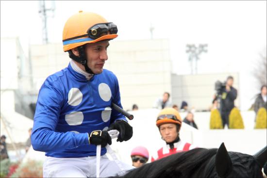 M.デムーロ「京都2200m」重賞5連勝なるか? 今年・重賞騎乗オール「重賞未勝利馬」にもかかわらず、すべて「2番人気以内」の異常の画像1