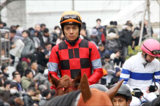 JRA浜中俊騎手が落馬「もういいでしょう」レースで今年は......繰り返されるアクシデントの連続は「精神面」の問題?の画像1