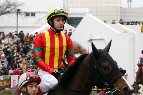 ルメール&デムーロ「わざと騎乗停止」説浮上!? 昨年末「最悪騎乗」で大バッシングを喰らった外国人騎手2人の「問題点」の画像1