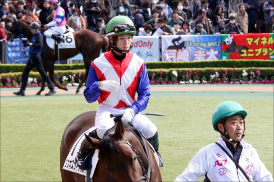 JRA藤田菜七子「超絶斜行」で騎乗停止......御しきれないのは疲れから?