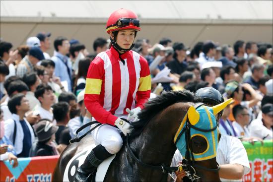 宝塚記念(G1)「藤田菜七子騎乗」を関係者懇願!? 鮮やか勝利に先輩騎手も拍手