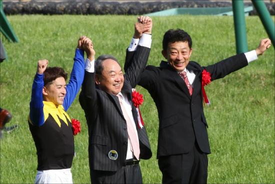 JRA「超大物」ヴェロックス出陣!! デビュー戦「馬なり8馬身差」圧勝の