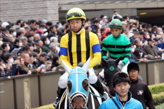 JRA横山典弘騎手「究極の選択」でミスパンテールを選んだ背景。ヴィクトリアマイル(G1)最大のキーマンがG1馬アエロリットを