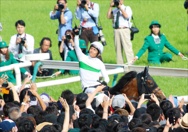 JRA日本ダービー「65年継続の謎」浜中俊騎手が語る大本命サートゥルナーリア「敗因」の画像1