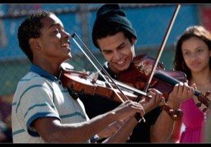 """『ストリート・オーケストラ』監督が語る、スラム街の""""奇跡""""「音楽は人生を変えられる」"""