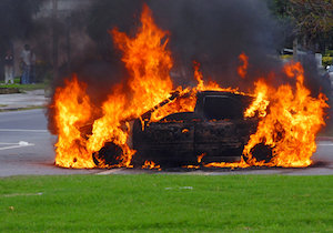 1日3件以上の「車両火災」が起きている! 人もクルマも高齢が事故原因に?の画像1