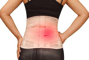 慢性的な腰痛では「コルセット依存症」に気をつけろ!心理的な安心感から依存に…