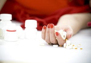 向精神薬「アモキサピン」の大量服用で自殺〜患者・家族・治療医に求められる対応とは?の画像1