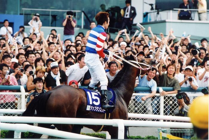 宝塚記念が有馬記念になれない理由。有力馬の回避、馬券売上の伸び悩み、盛り上がらないファン投票、そして大人の事情とは