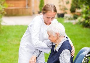 介護現場で注目高まる「ユマニチュード」とは?高齢者の尊厳を回復する究極技法