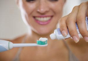 抗菌剤入り歯磨き粉を使い続けると健康被害!?歯磨き粉を変えても歯ブラシに残存の画像1