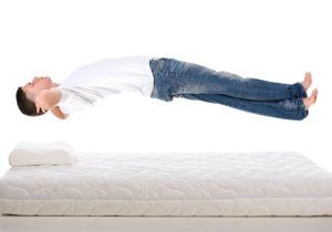「腰痛予防に硬いベッド」は逆効果! 正しい姿勢で寝て腰への負担を減らそう