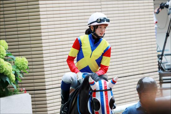 JRA藤田菜七子が騎乗停止明け2戦目で勝利! 「ほぼ理想」と振り返る渾身のレースで見せた思い切りの良さの画像1