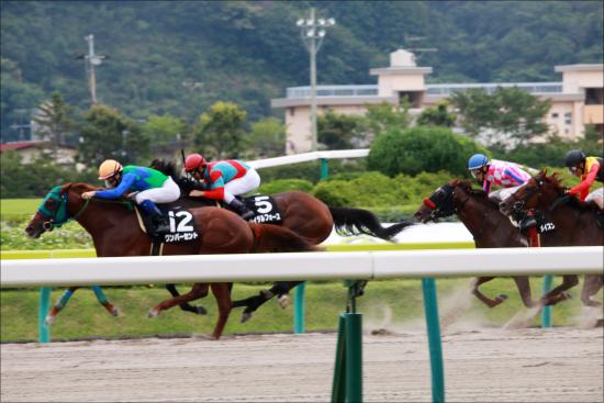 松本ヒロシ氏がWIN5で「851万馬券」的中! 競馬界を代表する「逆神」の本命馬が尽く勝利した1日に競馬ファンは阿鼻叫喚?の画像1