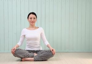 デスクワークによって生まれる、慢性的な運動不足やITストレスを解消できる「簡単呼吸法」とは?