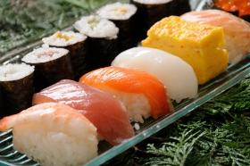 回転寿司、なぜ正確なネタ表示がされない?透ける消費者庁ガイドラインの難しさの画像1