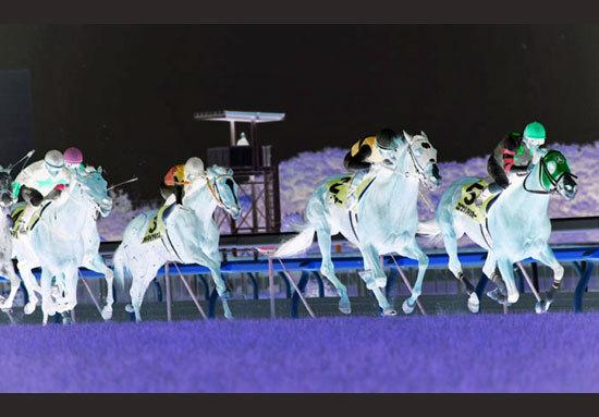 昨年の2歳王者サトノアレスは戸崎騎手とスプリングSで新コンビ結成。乗り替わり劇の背後で際立つ「あの馬」の底知れぬ実力はいかほどか......?