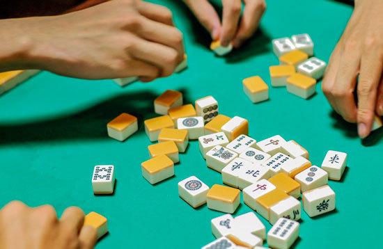 『賭け麻雀』で市長が辞任! 麻雀のギャンブル的要素の払拭に尽力する人間の努力を無駄にする馬鹿げた言動にボー然!!