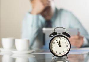 """長時間残業に""""しがみつく""""人は、将来必ず苦労する 残業せずに高評価を得る方法"""
