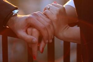 仕事バリバリ女性、夫や恋人からモラハラ被害なぜ急増?人前で罵倒、数時間説教…の画像1
