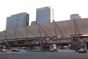 東京駅八重洲口激変!超高層ビル2棟建設、小学校も入居、地下に巨大バスターミナル…