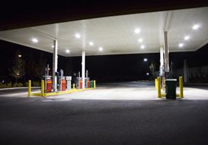 ガソリンスタンド激減!地方の生活基盤が崩壊危機?