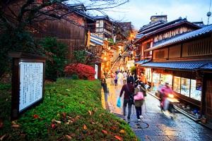 異次元の訪日外国人爆増で、日本がパンク状態…ホテル客室7割が外国人、出張にも支障