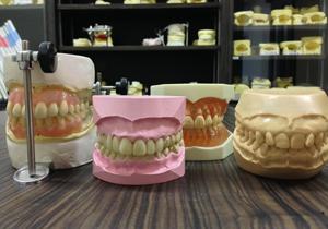 肩こりや頭痛の原因は歯?体調不良の原因は「かみ合わせ」の悪さ?