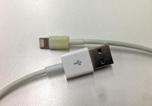 iPhoneのケーブル「ちぎれやすい」問題 アップルの一方的対応に不満噴出