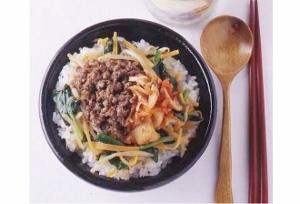 安い&10分でつくれる激旨ビビンバ丼!野菜・肉・ごはんもいっぱいで栄養満点!