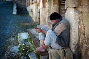 「老後破綻」「老後は1億円必要」という煽りのまやかし それほど心配は不要なワケ