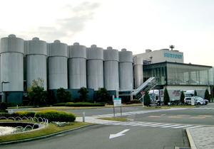 サッポロ、サントリーが危ない!日本のビール業界、巨大海外勢の草刈り場に?