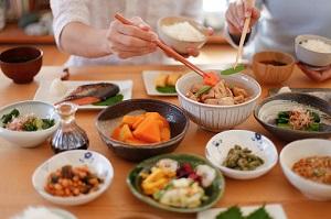間違いだらけの食事制限…1日1食と3食、どちらがよい?「空腹」が健康を ...