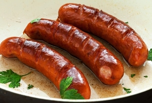 ハムやソーセージ、牛豚肉等は発がん性に加えて心臓病のリスクも増!