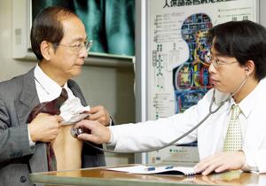 政府、病院の初診料「一律1万円」の患者負担を検討…さらに入院時の食費負担増も