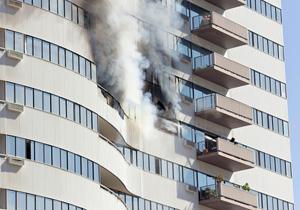 自宅が火災に遭う確率はこんなに高い!隣家出火のせいで自宅全焼、ローンだけ残る危険も