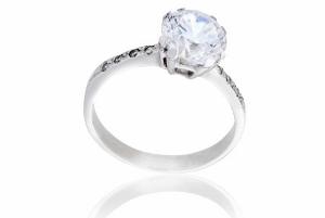 婚約指輪購入など、もはや非主流派?「給料3カ月分」神話の崩壊、驚きの平均購入金額!