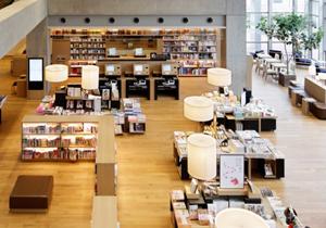 ツタヤ図書館の異常なビジネスモデル 激安賃料&書店併設のオイシすぎる商売