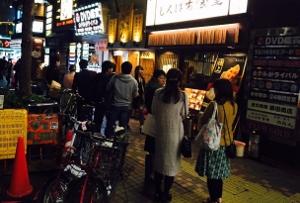 最高級の和牛が百円台!超人気の立ち食い焼肉がスゴい!しつこく注文急かす店員…の画像1