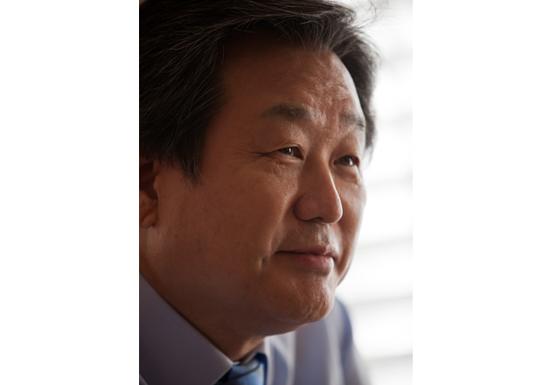 人種差別大国・韓国、黒人に「君の顔は練炭と同じ色」 大物政治家のジョークが国内で波紋