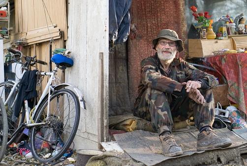 高齢者世帯の5割が年金収入2百万以下! 現在40代以下の人々は「死ぬまで貧困世代」の画像1