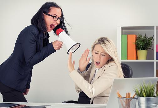 出来が悪いのに不当に出世した「女性上司」と、どう戦うのか?あえて戦わない?の画像1