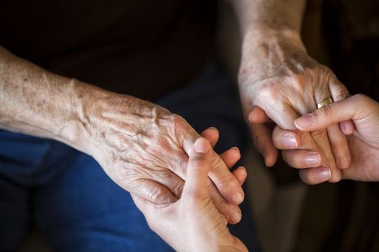親介護による職場離脱、企業の存続を脅かし始める…職場混乱、退職・採用で甚大なコストの画像1