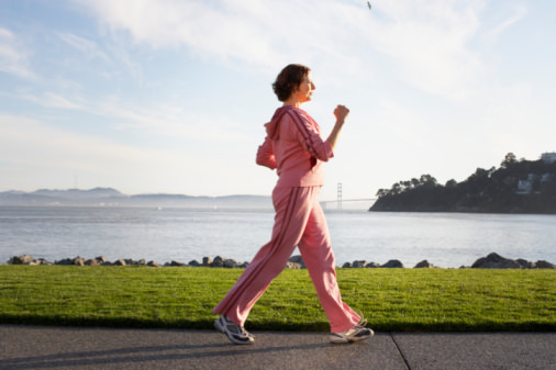 ジョギングや筋トレは体に害? 1日30分「徒歩」で寿命が延びる?の画像1