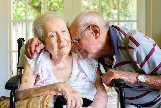 認知症、78歳が82歳妻を介護する現実…暴力的になった家族とどう接するのかの画像1